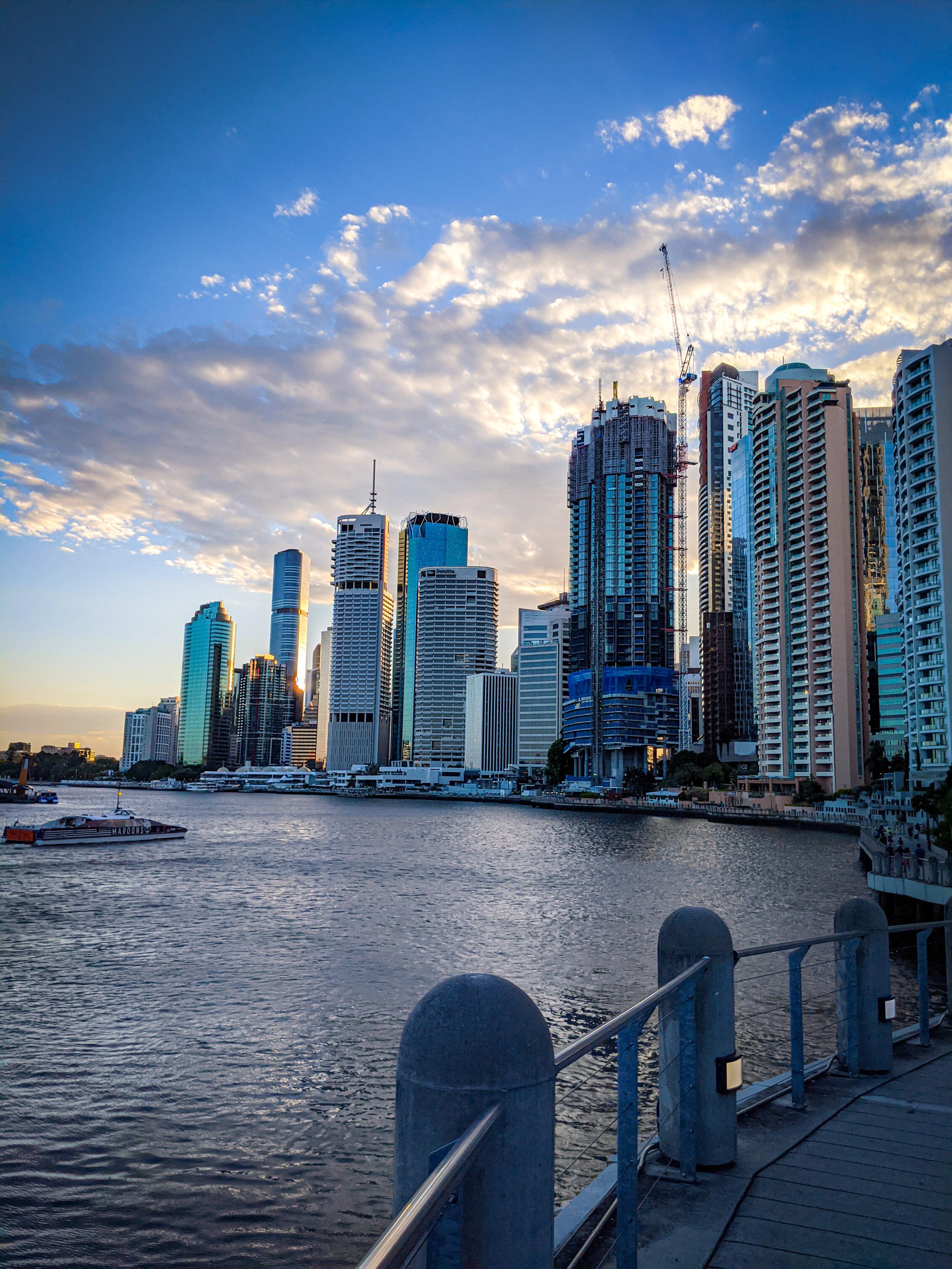 A Brisbane Ferry heading in to the Brisbane CBD